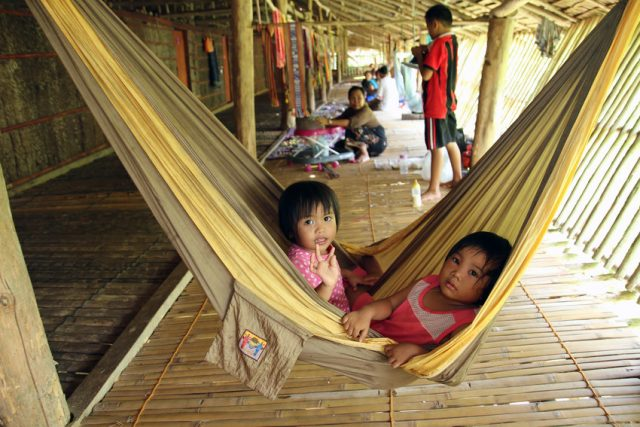 Children in Kudat longhouse